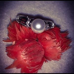 Vintage Jewelry - STAMPED 925 Sterling Silver Pearl & Diamonds Ring
